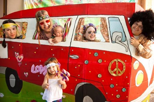 Famille déguisée VW campervan